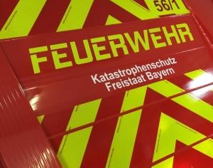 Schriftzug FEUERWEHR mit floureszierender + retroreflektierender Folie